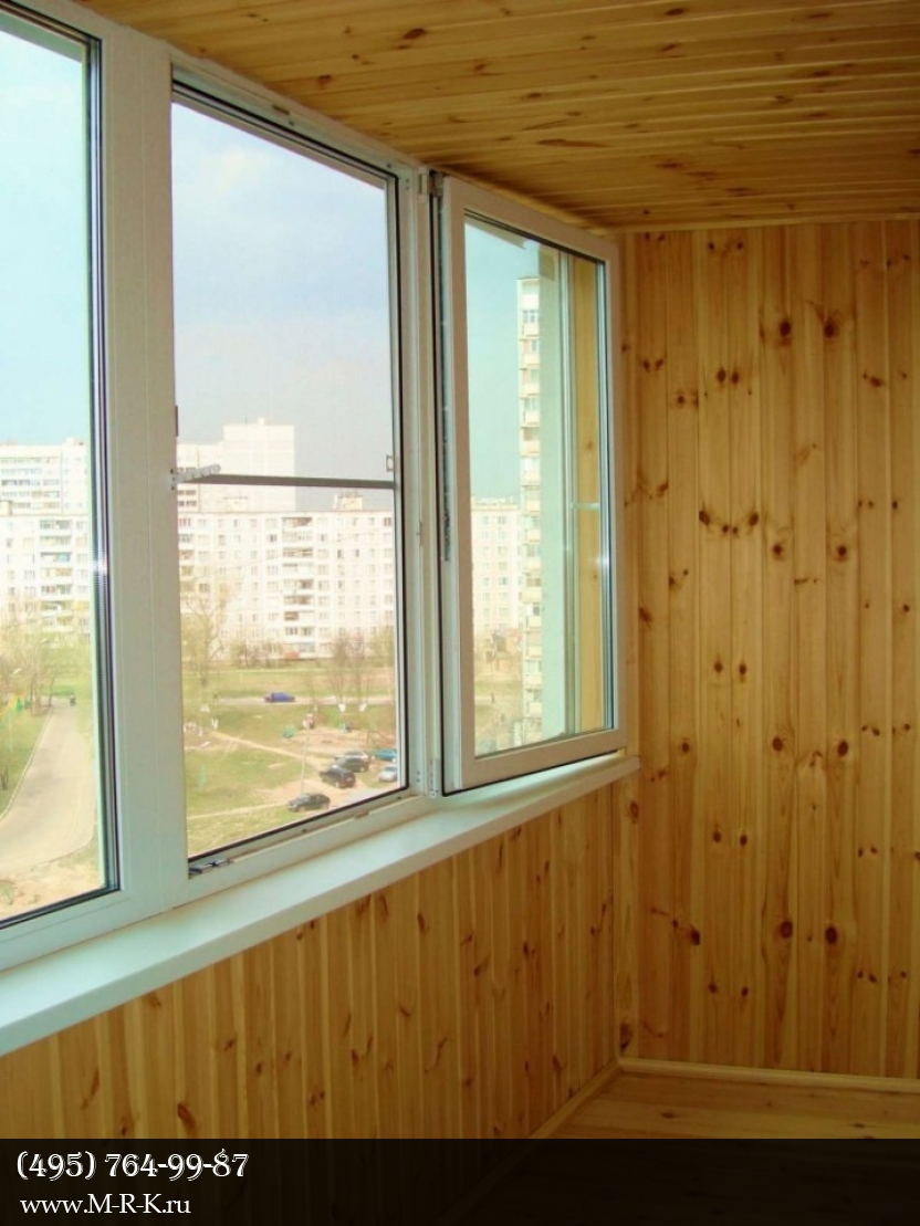 Отделка балконов деревянной евровагонкой.