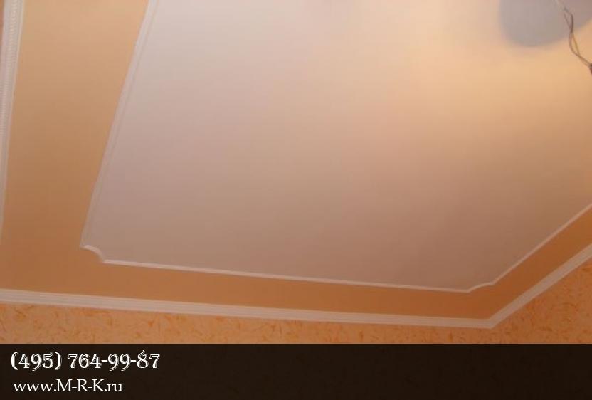 особенности установки потолочного плинтуса на обои
