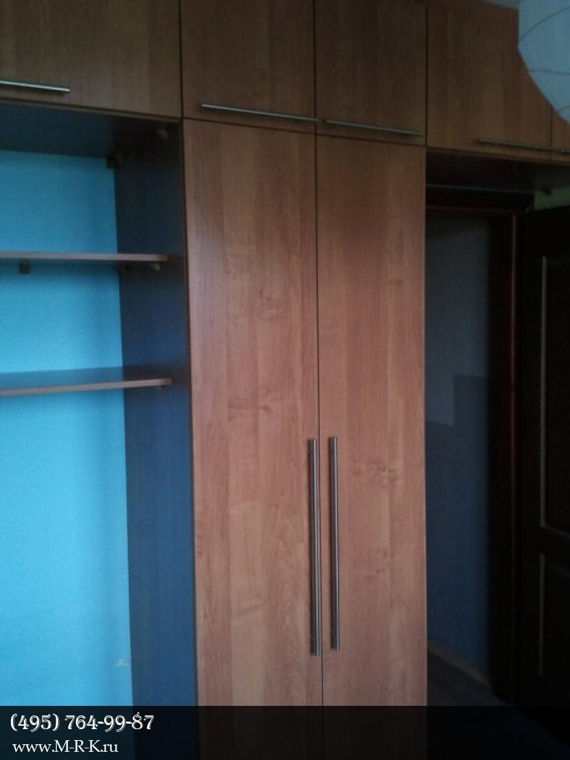 Установка встроенного шкафа-купе.